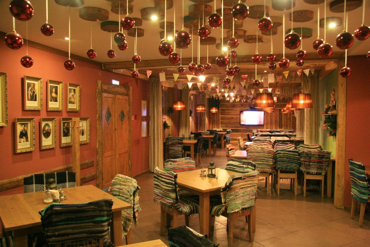 интересное украшение ресторана на новый год фото этому поможет